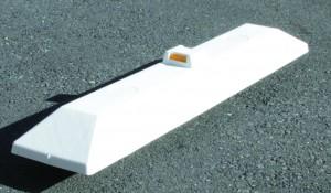 樹脂製縁石ブロック(反射体付)
